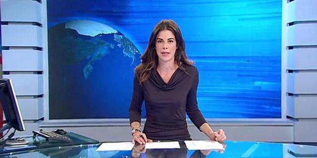 Güzel spiker, cam masayı unutunca iç çamaşırı göründü Gece haberlerini sunan İtalyan spiker, önünde duran masanın cam olduğunu unutunca olanlar oldu.
