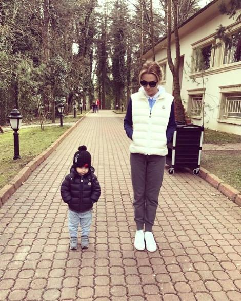 Ece Erken Küçük Sevgilisiyle Kaçamağını Instagram'dan Paylaştı