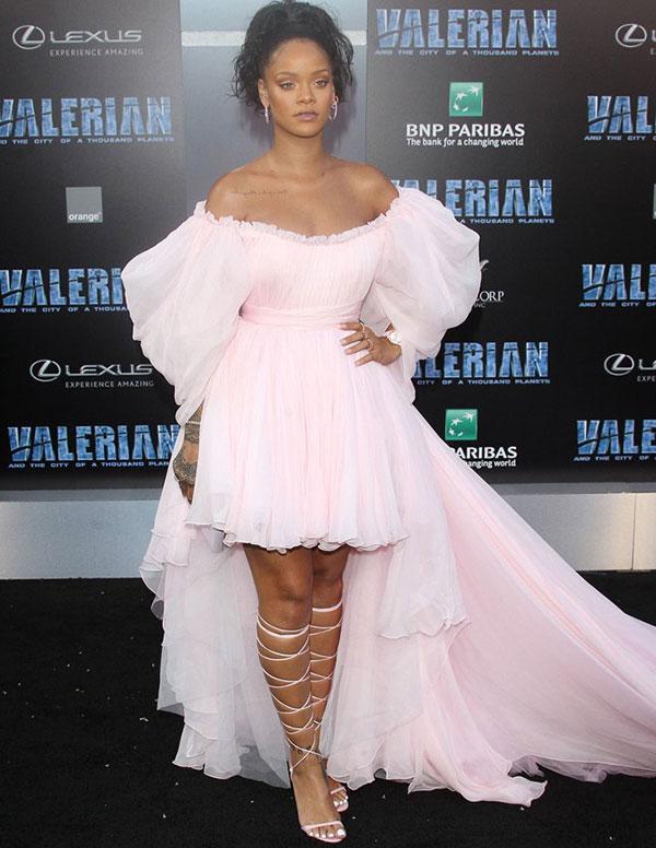 Kırmızı halıya Rihanna damgası
