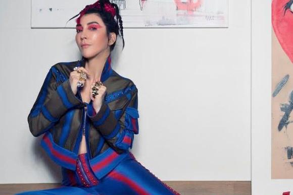 Hande Yener'in Yeni Albümü 'Hepsi Hit Vol. 2' Müzikseverlerle Buluştu.