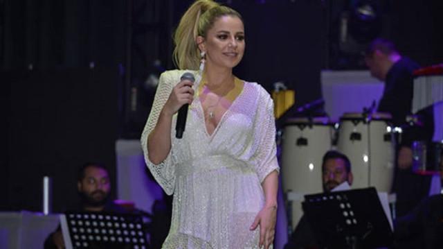Merve Özbey, Konserlerden Kazandığı Paralarla İki Tane Daire Satın Aldı Şarkıcı Merve Özbey, yaz aylarında konserlerinden kazandığı paraları gayrimenkule yatırmaya karar vererek İstanbul'dan iki tane daire satın aldı.